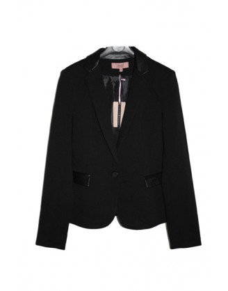 Black blazer with details in imitation leather